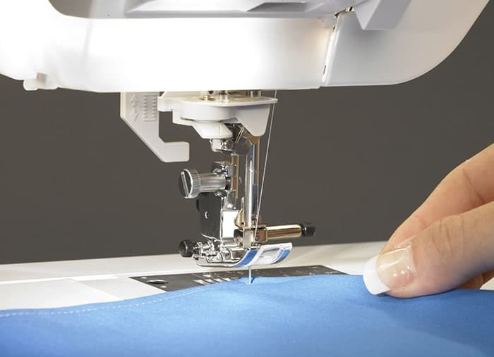 Advanced Pivoting Feature – turn corners, follow curves and maneuver around applique shapes easily.